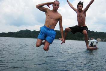 jump in lake Petén-Itzá
